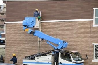 外壁タイルの浮きを確認するには高所作業車やゴンドラを使って打刻診断をするしかない