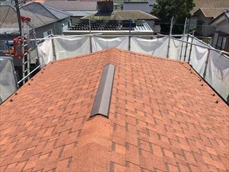 大棟には換気機構のある換気棟役物を取り付けたアスファルトシングル屋根