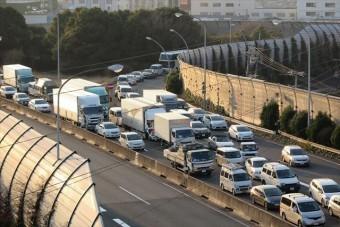 西日本豪雨は近畿地方の各高速道路に通行規制が引かれ、出口へ向かう長い渋滞ができている
