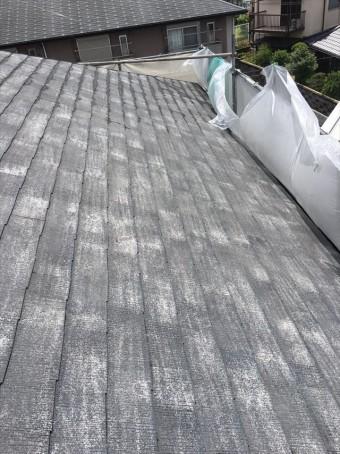 高圧洗浄後の屋根の表面は保湿性を失った乾燥肌のような状態です