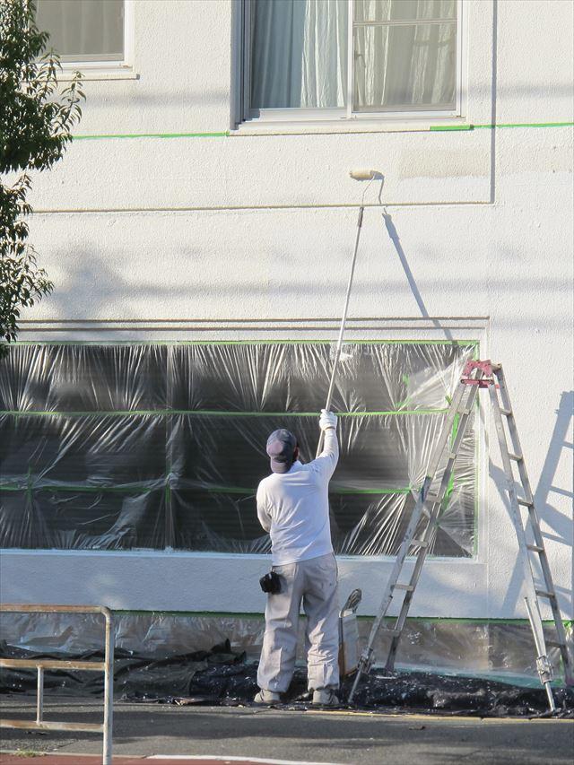 アスファルトの汚れが付着した外壁は再塗装しか元の状態を取り戻すことが出来ない