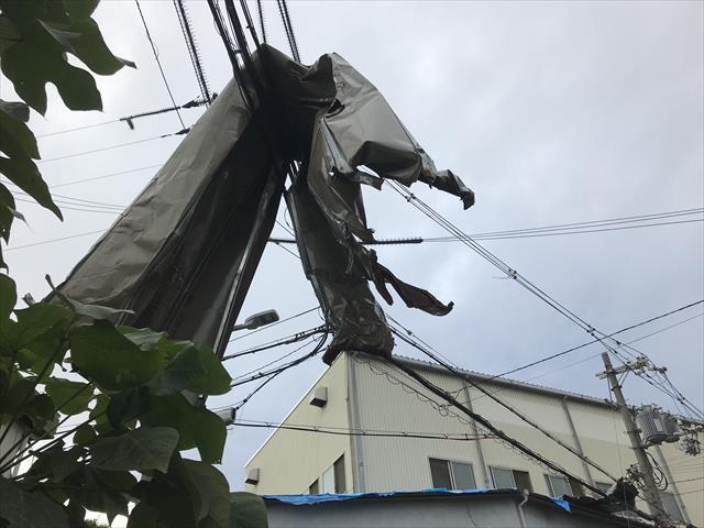 宝塚市のスレート屋根の棟包み板金が台風で欠損!屋根修繕の緊急性を考察