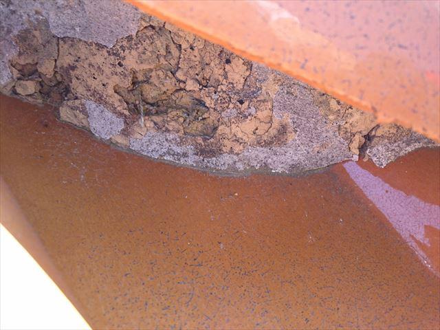 隅棟の面戸漆喰の割れと流出