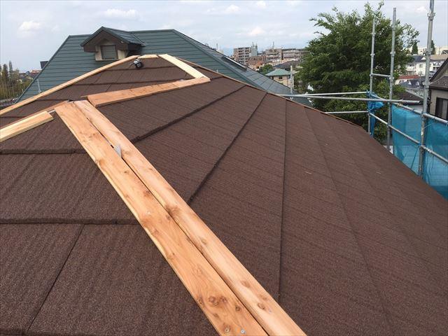 棟板金の基材、ヌキ板設置
