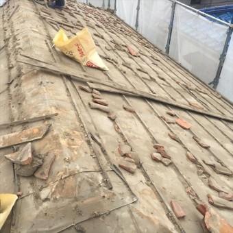 葺き土の重量は一般的な屋根でも1.5tにおよぶ屋根の副資材