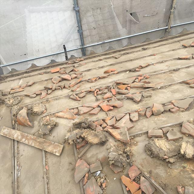 瓦屋根の葺き土の流出痩せ