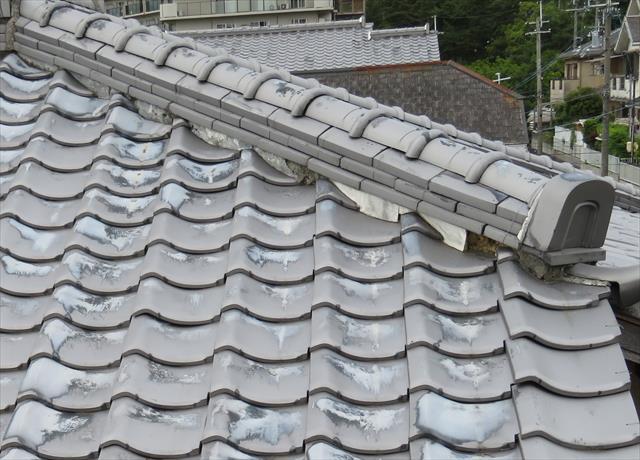宝塚市で漆喰が剥がれたいぶし瓦屋根は棟を積み直した方がいい理由