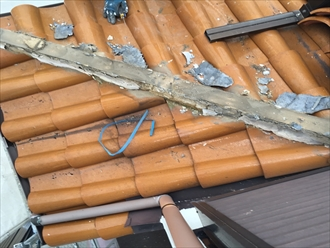 下り棟の取り直し漆喰除去