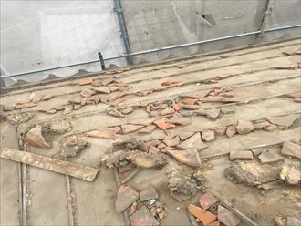 葺き土、瓦破片の除去