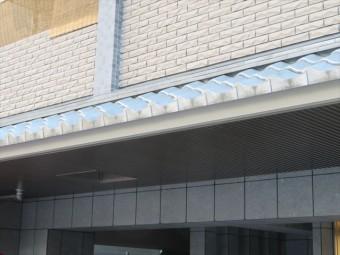 瓦葺きのマンション屋根