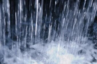 バケツをひっくり返したような雨は雨漏りを認識するほどしみ込むことが多い