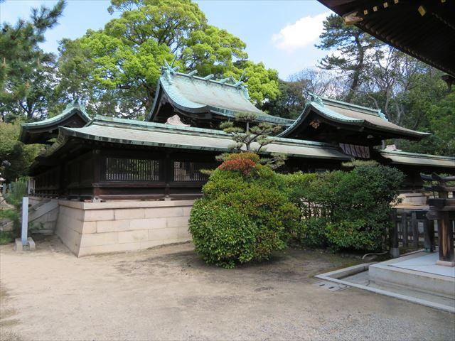 銅板屋根の弓弦羽神社本殿