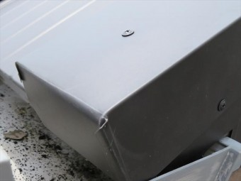 ビスは真上から打って建築資材を固定しますが、屋根材の露出する部分に打つことを脳天打ちという