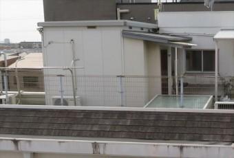 屋上に設置されたプレハブは防水工事の邪魔になるのか