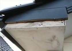 風災で破損している破風板