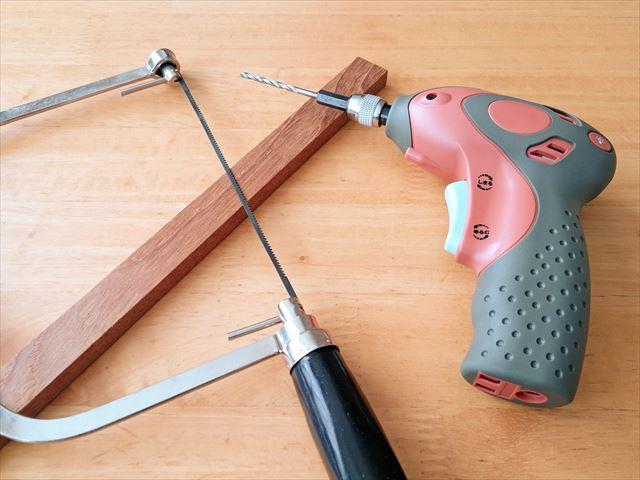 金属用ノコギリで切らなければ、刃を傷めてすぐに切れなくなるので、ノコギリの用途を守ることは大切です