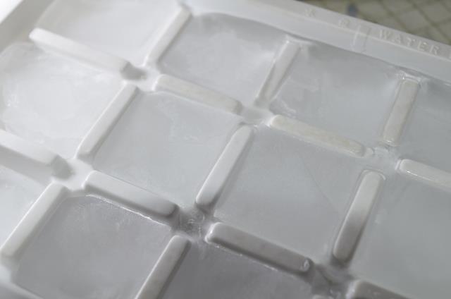 水分を含んだ外壁が氷点下に晒されると、含んだ水分が凍った時に膨張して内部崩壊につながり、外壁強度を大きく下げるとともに雨漏り原因に繋がるので安易な放置は危険です