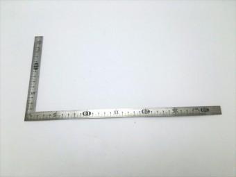 建築の世界では3寸勾配とか4寸勾配などと表現をすることが一般的です。