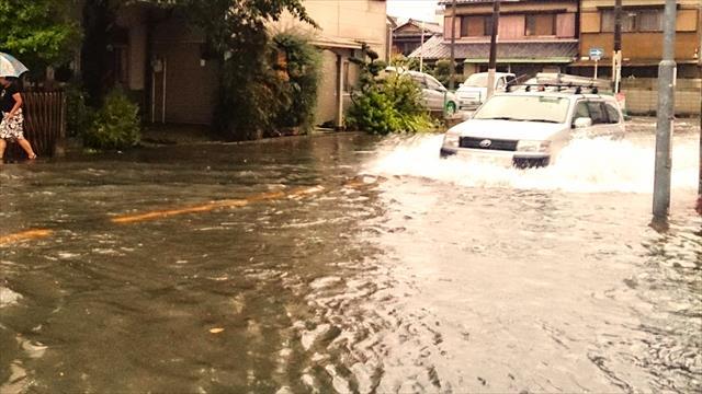 西日本豪雨は甚大な被害をもたらし多くの雨漏りが発生しました