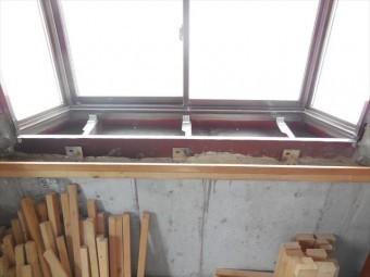鉄筋コンクリートビルで雨漏りが始まったが、内装リフォーム工事中だったので、雨染みを簡単に見つけることが出来た。