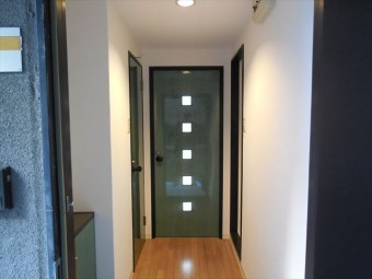 フローリング、クロス、ドア内装工事