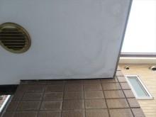 軒天井が雨水を吸ってシミができた