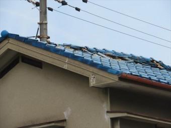 大阪北部地震で施釉瓦屋根の大棟に被害が出た