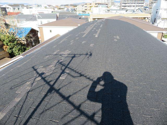 台風被害の大屋根アスファルトシングル