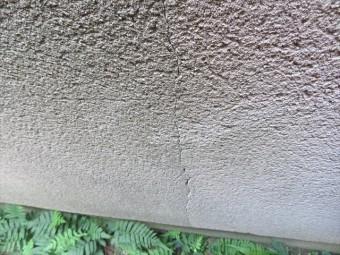 高槻市のお宅では大阪北部地震の激しい揺れでモルタル外壁に深刻なひび割れ(クラック)ができてしまった