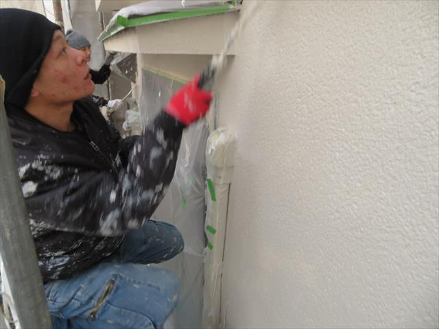 塗装会社の塗装ではなく、屋根工事会社の塗装は雨漏り防止、抑止の観点から仕上げていく点で、防水遮水能力が高い外壁塗装ができます