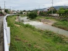 宝塚市、西宮市の住宅街を流れる仁川も濁流が流れ普段のせせらぎが姿を消しています