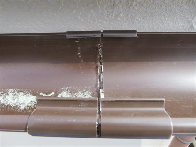 パッチン継ぎ手でハイ丸を接続する時は必ず専用接着剤を塗布して強固に固定します。