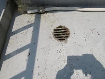 ウレタン防水塗膜はおよそ10年で亀裂が入り始めることが多く、防水の限界点だと言えます。