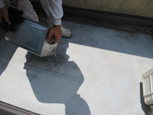 不完全で不安が残る中塗り樹脂はアセトンで剥離してやり直しをします