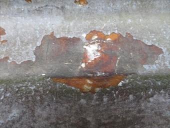 FRP表面のパテを剥がしても健常な防水層が現れました