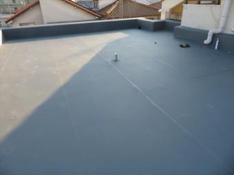 屋上の表面が1メートル程度の一定幅の継ぎ目が長い状態で存在する場合は、塩ビシート防水かゴムシート防水
