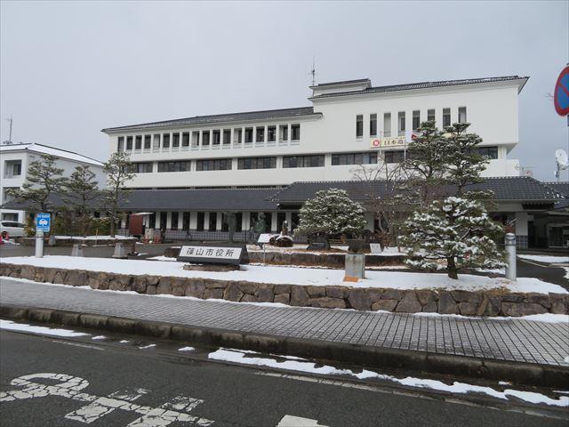 黒大豆や丹波栗で有名な篠山市には日本瓦葺屋根が多く見られる屋根勉強の教材にもなる街です