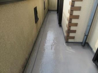 雨後にFRP樹脂中塗りを確認すると硬化して乾燥していた