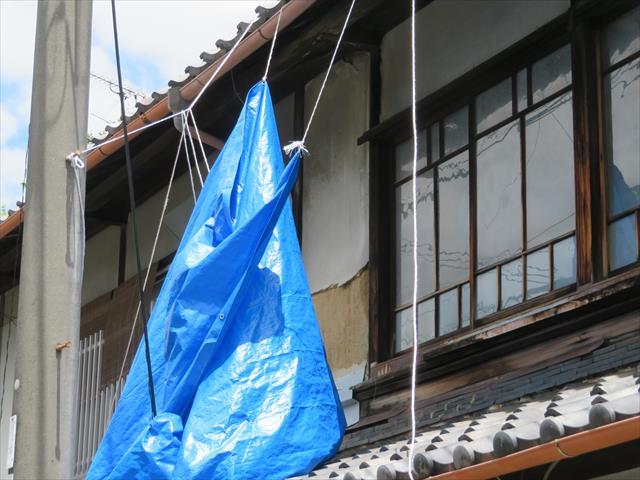 茨木市も台風21号の猛威に晒され、屋根を雨漏り養生していたブルーシートを剥がしまくった。