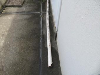 玄関ポーチ屋根は1本の支柱で支えられていたことで破損したわけではない