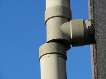 チーズと竪樋の接合点が割損する理由はマンション本体と竪樋の振幅が異なること