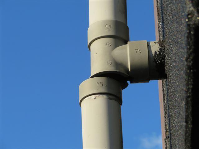 竪樋の補修が低い位置であれば、1万円強でなおることもあります