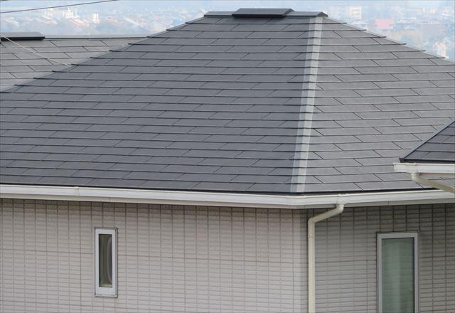 換気棟は屋根材の隙間や小屋裏から抜けてくる暖気を抜いて行くので家の中が快適になる