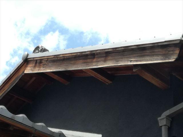 日本建築の破風板は桧製で燻し瓦との相性が抜群です