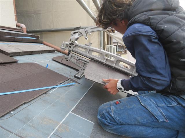 カラーベスト切断工具シングルカッターは、切断時に粉塵や騒音が発生せず、小さな力でもてこの原理でスパスパ希望の寸法に切れます。