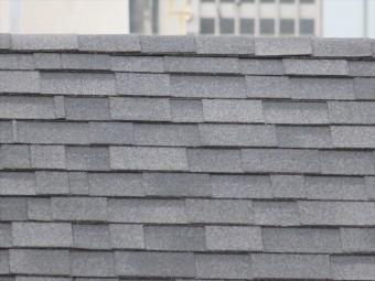 アスファルトシングル葺きの切妻屋根