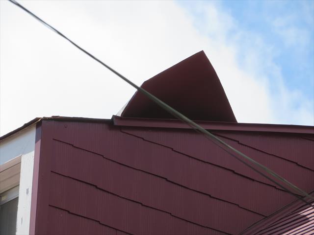 猪名川町でトタン屋根がめくれたままのお宅は街の屋根やさん宝塚店にお問合せ下さい。状態にもよりますが即刻修理することが出来ます。