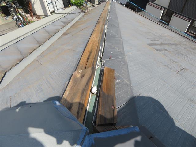 伊丹市でも台風で棟板金が外れてしまった、飛ばされてしまったお宅が多く、いまだ直っておらずご心配の方は街の屋根やさん宝塚店へお問合せ下さい。速やかに調査をして修理します。