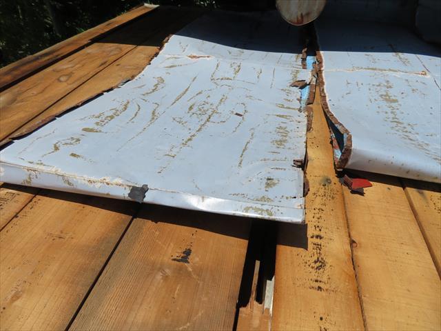 西宮市でトタン屋根が台風被害を受けたままのお宅様は街の屋根やさん宝塚店へお問合せ下さい。大工を50年以上やってきたベテラン職人が安心施工をします。