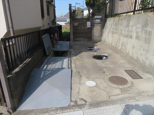 高槻市の屋根工事で発覚したガレージ土間と擁壁の修理はどうすべき
